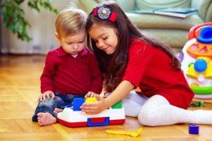 kids-playing-toys-141105